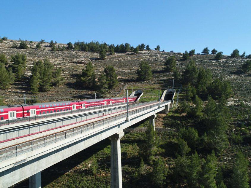 """הקו המהיר של הרכבת ירושלים-נתב""""ג (צילום: דוברות רכבת ישראל)"""