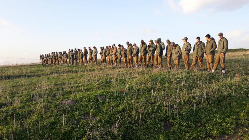 """גדנ""""ע של חטיבת האש 282 ותלמידי כיתות י""""א מגימנסיה ירושלים (צילום: דובר צה""""ל)"""