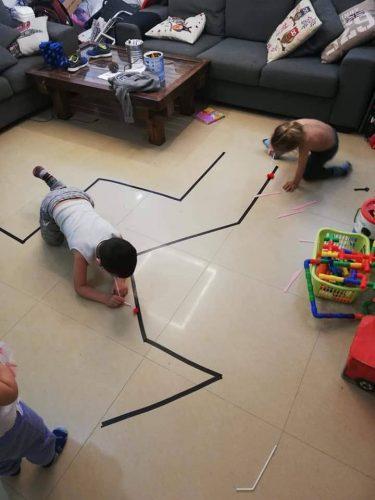 פעילות בבית (צילום: שקד אלקובי, אוסף פרטי)
