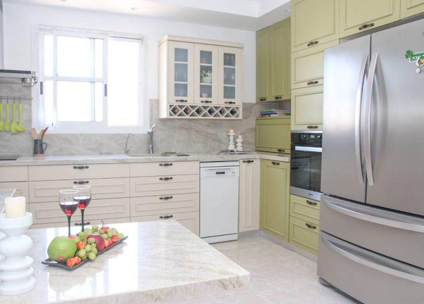 מטבח בעיצוב מריה מנוחין (צילום: ודים מנוחין)