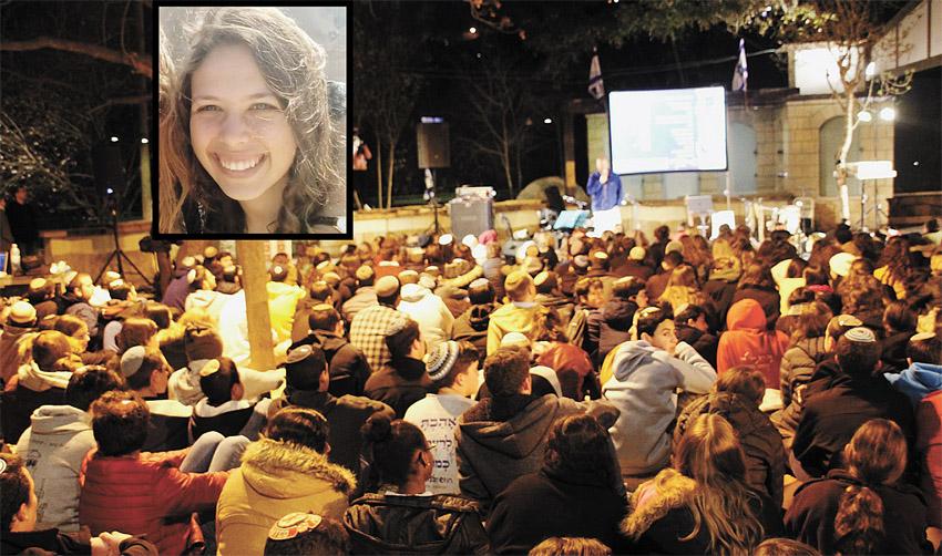 """אורי אנסבכר ז""""ל, ערב השירה בעין יעל (צילומים: באדיבות המשפחה, בני עקיבא)"""