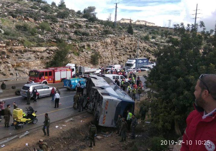 """תאונה בכביש 443 (צילום: תיעוד מבצעי מד""""א)"""
