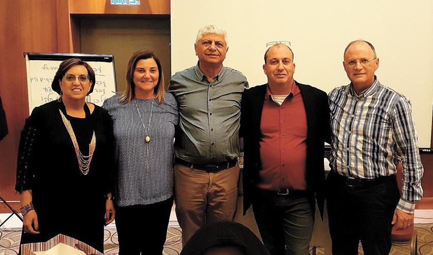 """(מימין) ד""""ר רוני טורטן, רפי אוברגוט, בני כשריאל, גבי בר זכאי, שרה קמינסקי (צילום: עיריית מעלה אדומים)"""