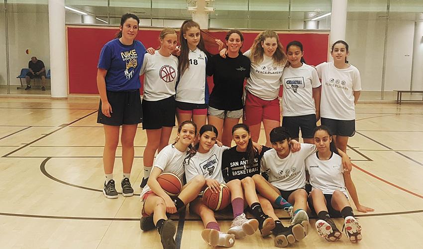 נערות ב' של מ.ל.ה.ש ירושלים (צילום: באדיבות מ.ל.ה.ש ירושלים)