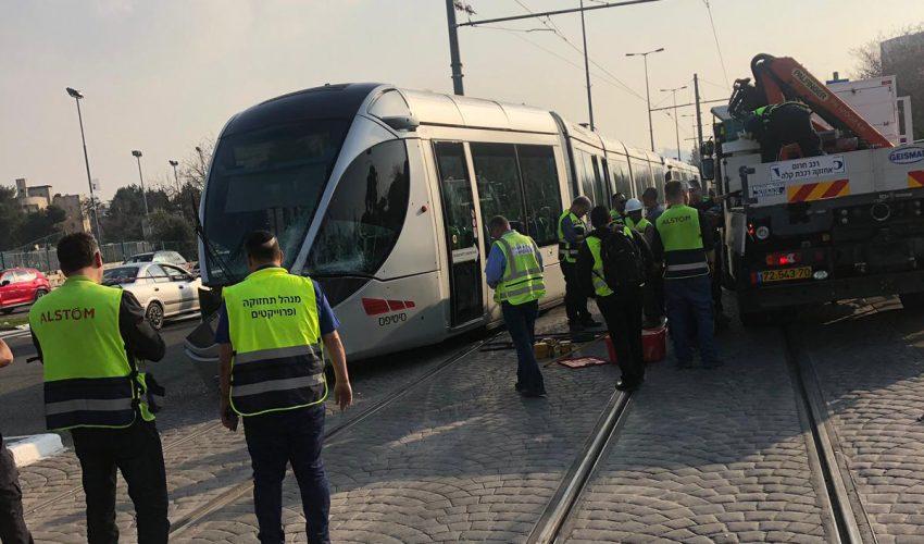 זירת התאונה בין הרכבת הקלה לבין האוטובוס (מדברים תקשורת)