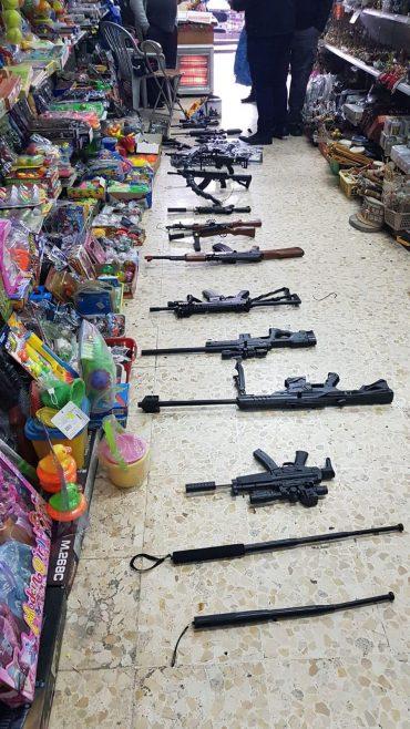 נפצים וצעצועים מסוכנים (צילום: דוברות המשטרה)
