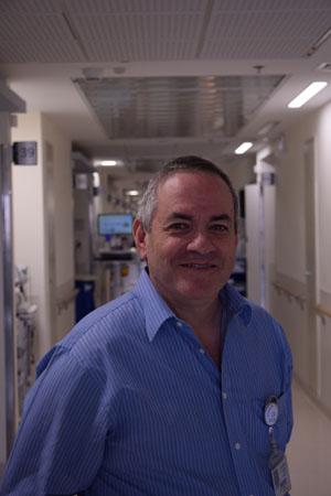 """ד""""ר רמי שפירא, מנהל היחידה לטיפול ניתוחי בהשמנת יתר במרכז הרפואי שערי צדק (צילום: דוברות שערי צדק)"""