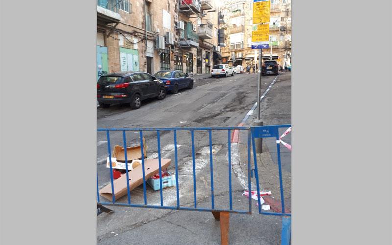 """כאוס בשוק הבוקר: רחובות נסגרו לתנועה, בעלי דוכנים לא קיבלו סחורות; הכבישים נפתחו לאחר פניית """"כל העיר"""" לעירייה"""
