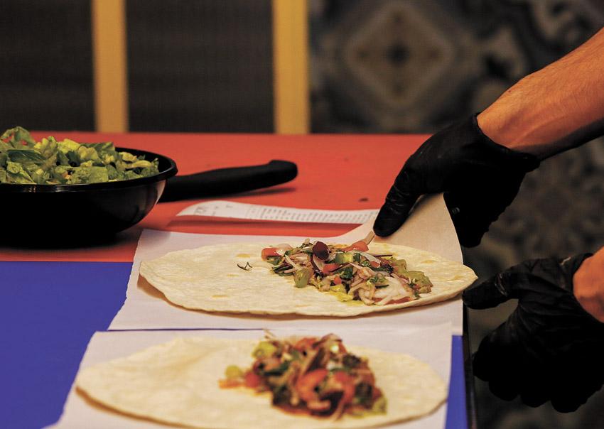 """""""פבלו - מקסיקני בשוק"""" (צילום: אורן בן-חקון)"""