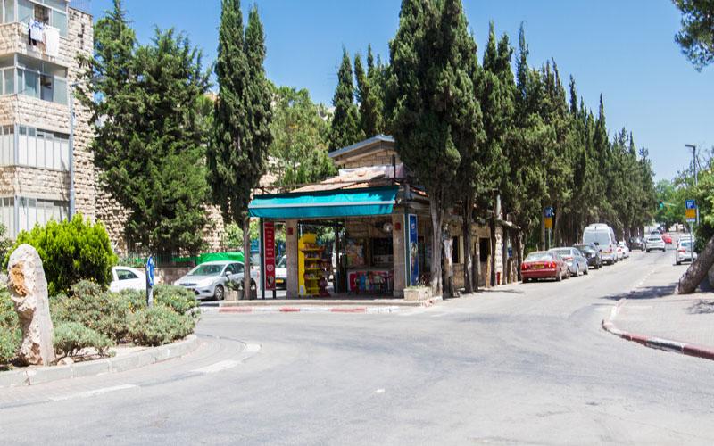 הכיכר המרכזית בקרית משה (צילום: אסף קרלה)