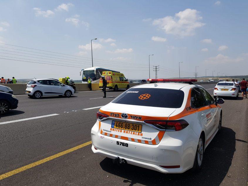 זירת התאונה בכביש 1 (צילום: דוברות איחוד הצלה)