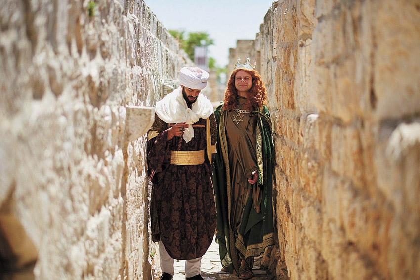 טרק תיאטרלי בטיילת החומות (צילום: יעל הרמן)