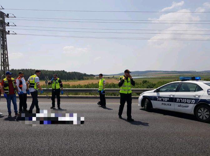 """זירת התאונה בכביש 1 (צילום: דוברות מד""""א)"""