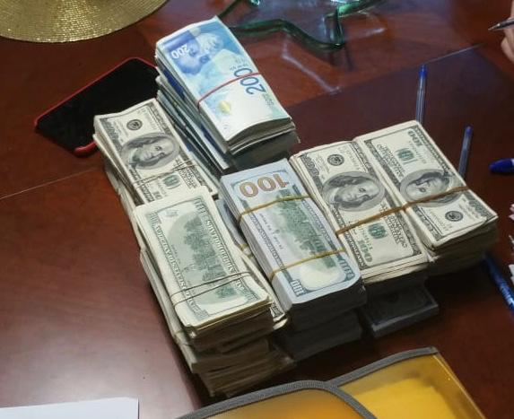 חלק מהכסף שנמצא בבית בדרום ירושלים (צילום: דוברות המשטרה)