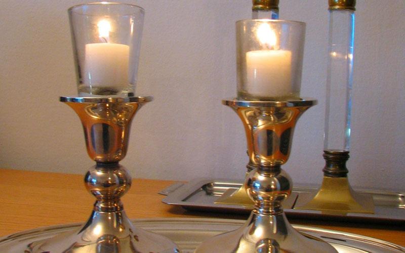 נרות שבת (צילום: Gilabrand)