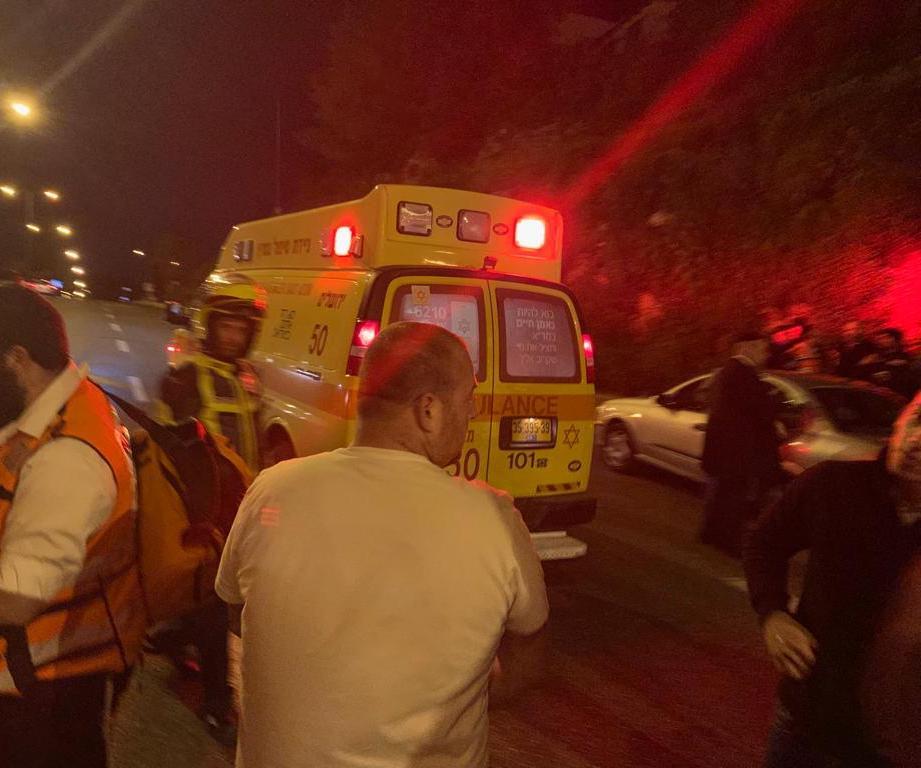 """זירת התאונה בגולדה מאיר (צילום: תיעוד מבצעי מד""""א)"""