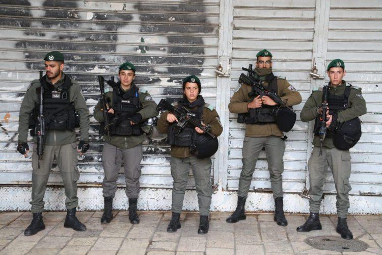 """ברכת הכהנים בכותל המערבי בירושלים, פסח 2019, שוטרים ולוחמי מג""""ב (צילום: דוברות המשטרה)"""