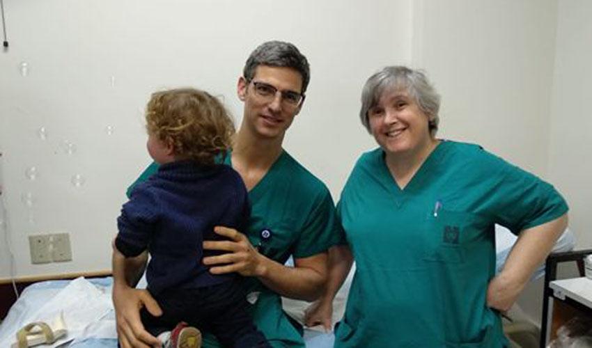 """ד""""ר פידהורץ, ד""""ר ווגמן והילד (צילום: דוברות הדסה)"""
