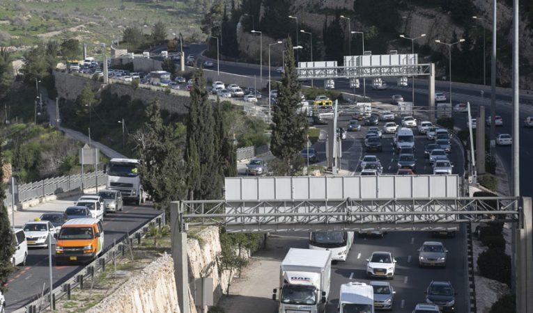 עומסי תנועה בירושלים (צילום: אוליבייה פיטוסי)