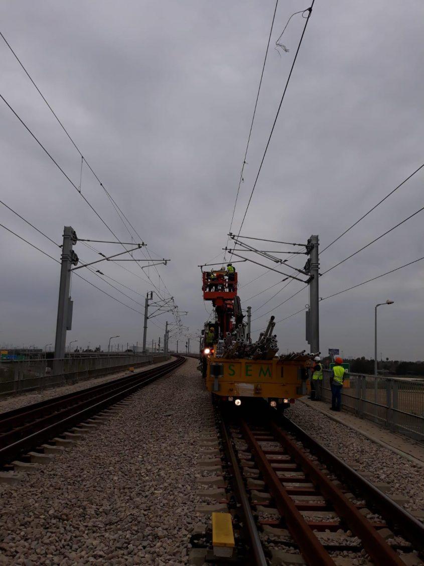"""תיקון תקלת החשמל בקו ירושלים-נתב""""ג (צילום: דוברות רכבת ישראל)"""