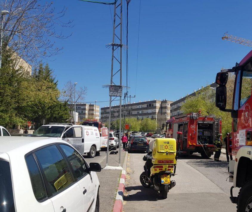 """זירת השריפה בקרית היובל (צילום: דוברות מד""""א)"""