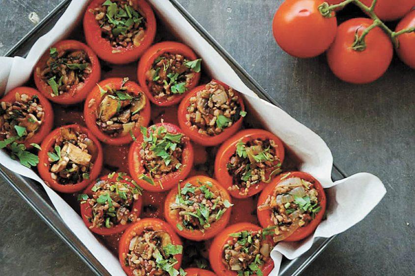 עגבניות ממולאות, שרגא קייטרינג וחלל לאירועים (צילום: אלונה אייזנברג)
