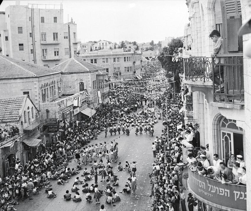 מדרחוב בן יהודה בשנות ה-60 (צילום: באדיבות הארכיון הציוני המרכזי ירושלים)