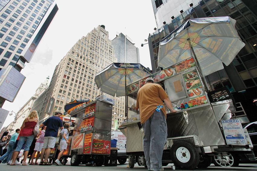 דוכני רחוב ניו יורק (צילום: RICHARD DRE ASSOCIATED PRESS)