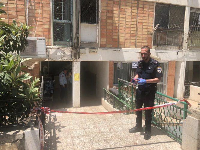 זירת הרצח - רחוב בר יוחאי, הבוקר (צילום: דוברות המשטרה)