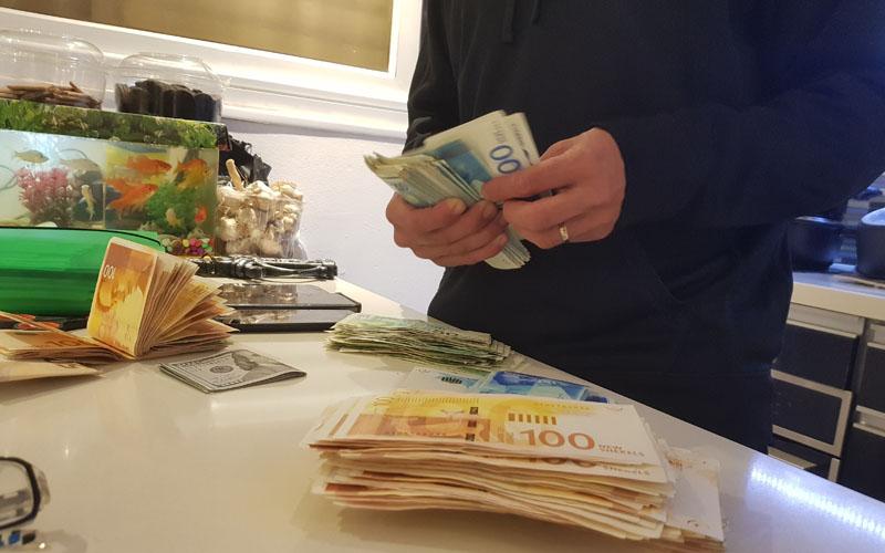הסמים והכסף שנתפסו על ידי משטרת ירושלים (צילום: דוברות המשטרה)