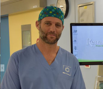 """ד""""ר הראל ארזי, מנהל היחידה לבעיות עמוד שדרה ילדים במרכז הרפואי שערי צדק (צילום: דוברות שערי צדק)"""