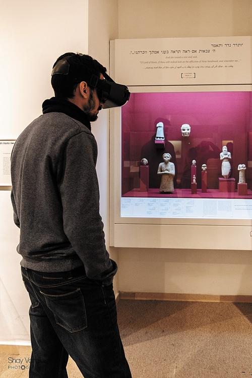 מציאות מדומה במוזיאון ארצות המקרא (צילום: שי וזדיאס)