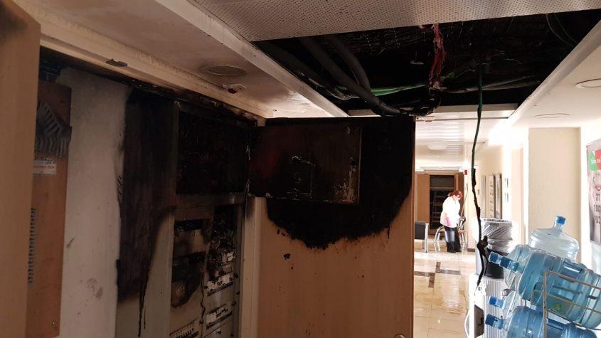השריפה במבנה משרד החינוך (צילום: כבאות והצלה ירושלים)