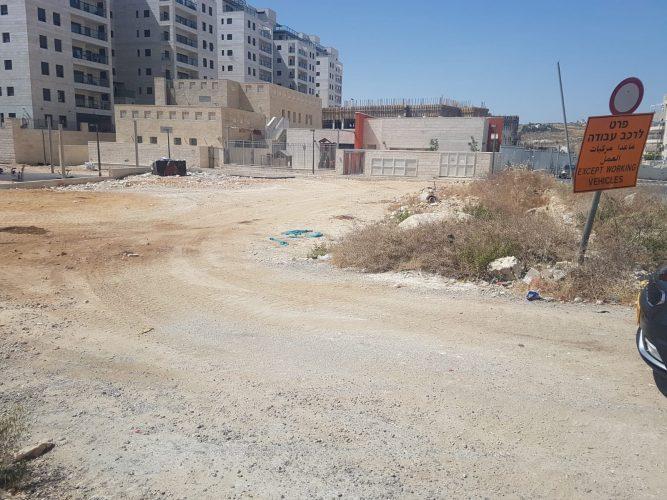 המגרש שיוכשר לטובת 150 מקומות חניה בהר חומה (צילום: עיריית ירושלים)