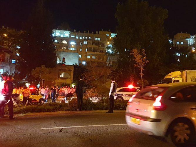 זירת התאונה בשדרות גולדה מאיר (צילום: דוברות איחוד הצלה)