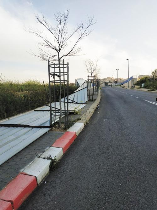 מפגע הגדר בפסגת זאב (צילומים: פרטי)