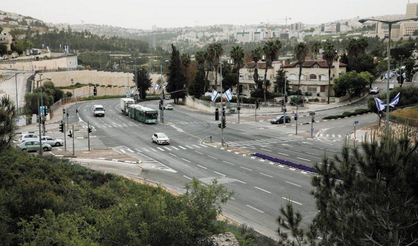 כביש גולדה מאיר רמות (צילום: שלומי כהן)