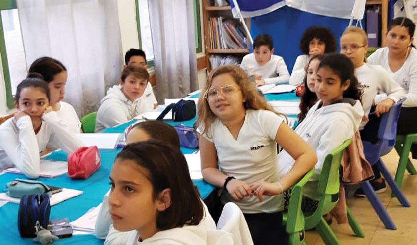 """תלמידי תל""""י אלמוג שהשתתפו בפרויקט (צילום: עיריית מעלה אדומים)"""