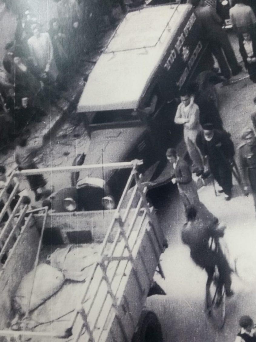רכב מאפיית לנדנר בבית ישראל, תקופת המנדט הבריטי בירושלים (צילום: באדיבות דובי לנדנר)