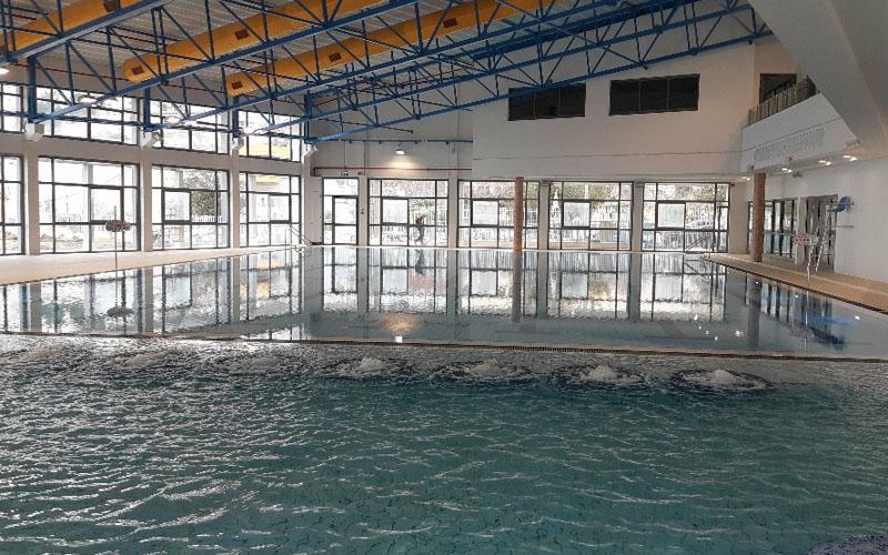 הבריכה בקאנטרי פסגת זאב (צילום: עופר זוהר)