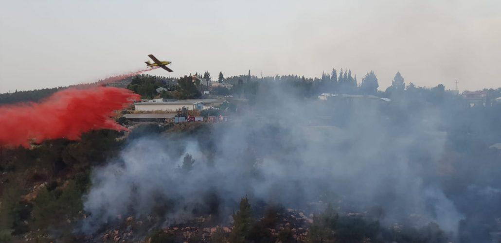 השריפה בסמוך לאבן ספיר (צילום: כבאות והצלה ירושלים)