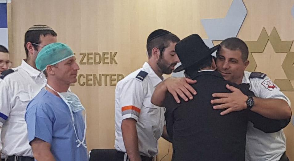 """גבריאל לביא, שנפצע אנוש בפיגוע הדקירה בשער שכם, השתחרר מבית החולים (צילום: דוברות מד""""א)"""