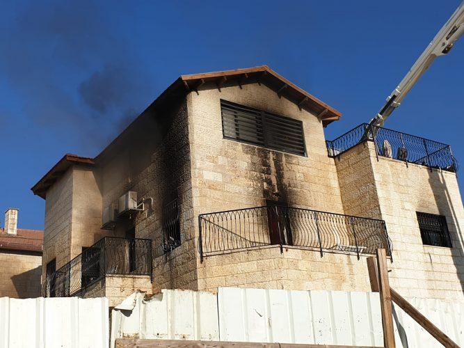 """שריפה בבית בפסגת זאב (צילום: קבוצת כב""""ה ארצי)"""