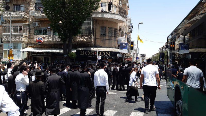 """הפגנת חרדים בכיכר השבת נגד גיוס לצה""""ל ומעצר בנות חרדיות השבוע (צילום: מחאות החרדים הקיצונים)"""