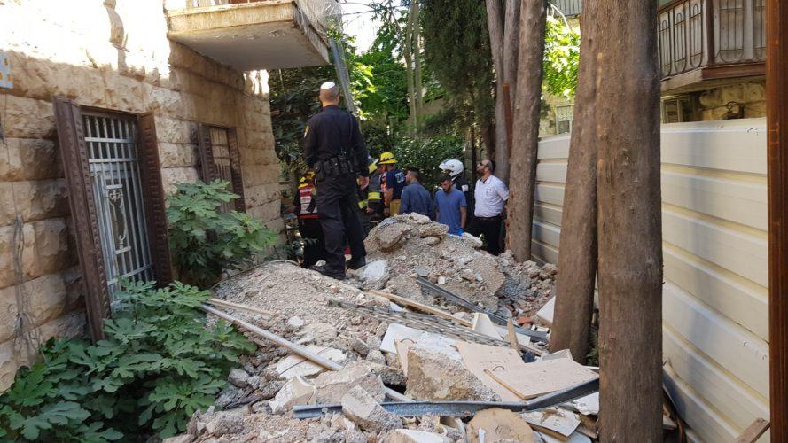 אתר קריסת הקיר במקור ברוך (צילום: דוברות המשטרה)