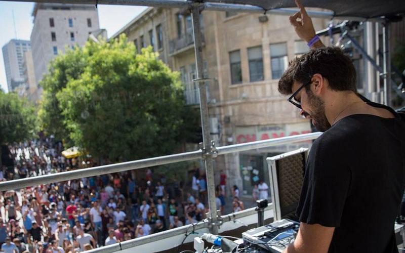 מסיבת רחוב של 'FRONT STAGE' (צילום: מתוך דף הפייסבוק 'FRONT STAGE')