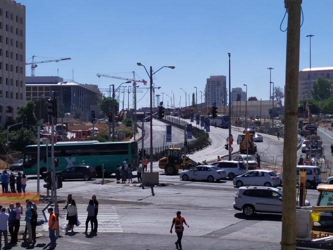 החסימה בכניסה לעיר, 14.7.19 (צילום: שלומי הלר)