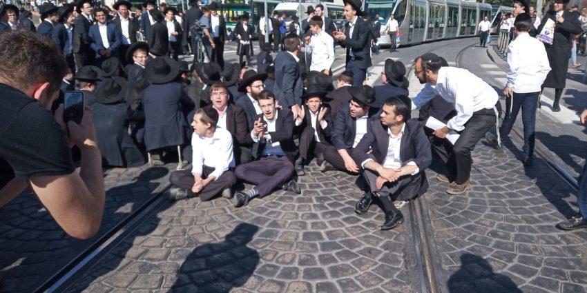 הפגנת החרדים הקיצונים ברחוב יפו-שרי ישראל (צילום: מחאות החרדים הקיצונים)