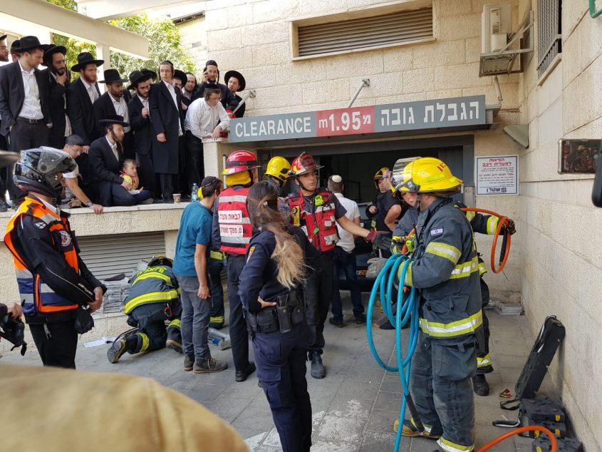 מעלית הרכבים ברחוב ישעיהו (צילום: כבאות והצלה ירושלים)