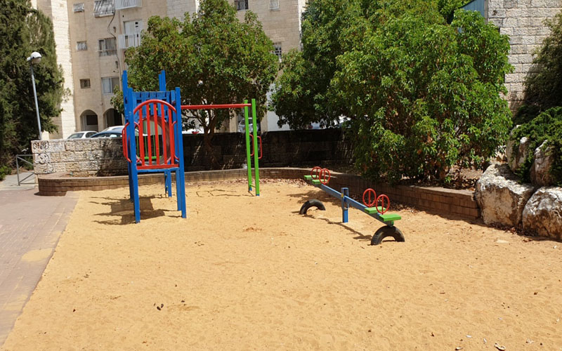 גן המשחקים ברחוב חיים תורן בפסגת זאב (צילום: שושנה אברהמי)